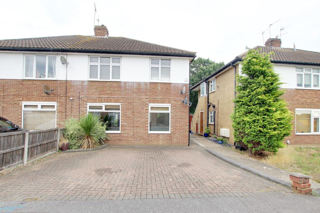 Broomfield Avenue, Loughton, Essex